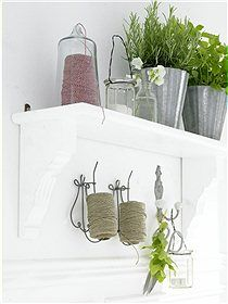I'm thinking this would look good on my potting bench. Lovely megapin to hold bobbins, could do this with steel wire <3