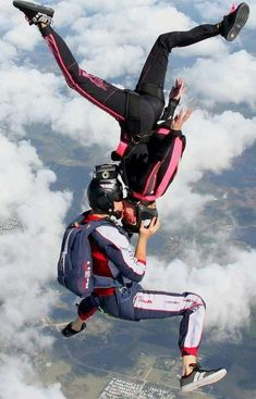 Skydive kiss :) Photo credit: http://www.flyaerodyne.com/