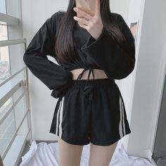 Korean Girl Fashion, Ulzzang Fashion, Asian Fashion, Teen Fashion Outfits, Cool Outfits, Casual Outfits, Fashion Dresses, All Black Fashion, Look Fashion