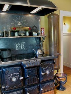 Vintage Stoves in New England Kitchens | Apartment Therapy
