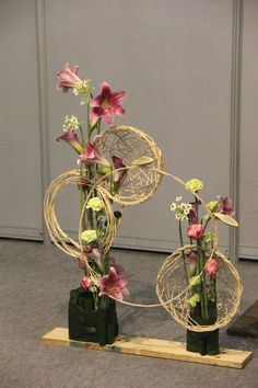 Afbeeldingsresultaat voor ikebana in tall pots Contemporary Flower Arrangements, Creative Flower Arrangements, White Flower Arrangements, Ikebana Flower Arrangement, Fall Arrangements, Deco Floral, Floral Wall Art, Floral Design, Flower Show