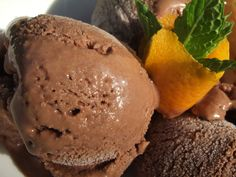 Voici la recette de la glace au chocolat (hummm, le bon goût des glaces maison) entièrement réalisée dans le thermomix tout comme les sorbets. Pas besoin de sorbetière pour toutes ces recettes. Le ...