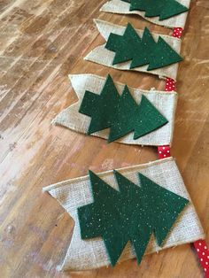 Burlap Christmas Tree Glitter Banner!  Gorgeous Christmas banner made of burlap, ribbon and glittery felt Christmas trees.  Lovely to display on the mantel, doorway, wall, window etc. for the holidays.