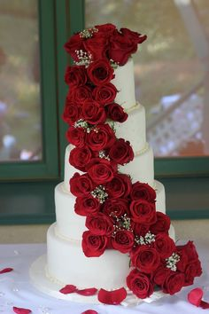 Ideas wedding cakes roses receptions for 2019 Wedding Cake Red, Amazing Wedding Cakes, Elegant Wedding Cakes, Wedding Cake Designs, Wedding Cake Toppers, Floral Wedding, Wedding Cakes With Roses, Red Rose Wedding, Beautiful Desserts