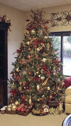 Christmas Tree with baskets of ornaments - I like the idea of the baskets underneath the tree or around the room - continuing the theme of the tree.  I'm not sure where the image is from (note the price tag on the wall decor! *grin*):