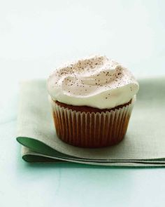 Irish Coffee Cupcakes I Delicate cupcakes flavored with espresso and topped with whiskey-infused frosting