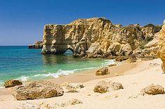 Guia de Praias do Algarve   Popular Villas - A praia da Coelha encontra-se…