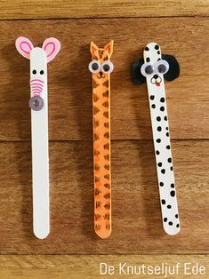 IJslollystokjes Boer en boerin met hun boerderijdieren | Boerderij Boerderijdieren Boer-boerin | Ijsstokjes houten stokjes-kinderen | Knutselen knutseltips creatief-houtjes Craft Projects For Kids, Paper Crafts For Kids, Diy For Kids, Animal Crafts For Kids, Toddler Crafts, Toddler Fun, Popsicle Stick Crafts, Craft Stick Crafts, Paper Towel Crafts