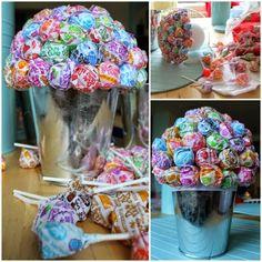 Tutorial-Dum Dum lollipop centerpieces and communion ideas Lollipop Centerpiece, Lollipop Bouquet, Candy Bouquet, Centerpiece Ideas, Christening Party, Baby Baptism, Baptism Party, Baptism Ideas, Communion Centerpieces