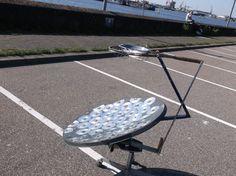 Eensatellietschotel, cd's, age-coins en een tennis    racket krijgen een tweede leven als solar cooker. Zo wordt achterhaalde technologie '...