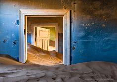 Une maison abandonnée à Kolmanskop (Namibie)
