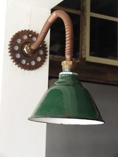 Industrial-style Lamp from scrap Rustic Lighting, Unique Lighting, Vintage Lighting, Lighting Design, Porch Lighting, Lighting Ideas, Lampe Steampunk, Industrial Style Lamps, Modern Industrial