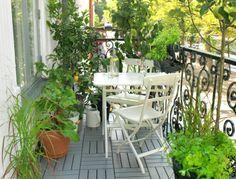 De MÄLARÖ tuinset is opklapbaar daardoor perfect voor je balkon of andere kleine ruimtes.