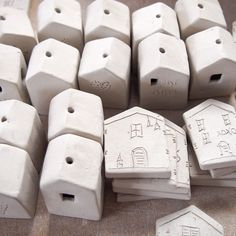 Viralwoot Clay Houses, Ceramic Houses, Ceramic Clay, Instagram Schedule, Little Houses, Easy Diy, Miniatures, Pottery, Homes