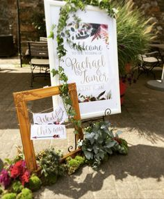 Willkommensschild und Wegweiser für Hochzeit im Rustic, Vintage Look