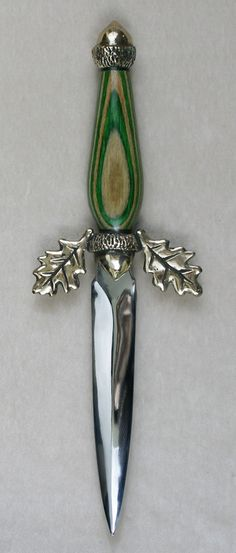 Acorn Athame -:- Acorns and Oak Leaves form the hilt of this knife. The Handle is a smooth layered Dymondwood with Browns and Greens ~:☆:~ Shop: Omega Artworks ☆ Wiccan, Magick, Witchcraft, Swords And Daggers, Knives And Swords, Pretty Knives, Acorn And Oak, Dagger Knife, Fantasy Weapons