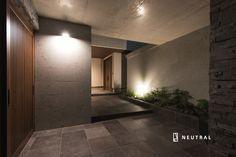 シンプルで大人のアプローチ Japanese Modern House, Pinterest Home, Natural Interior, Modern House Design, Office Interiors, Home Interior Design, Future House, Facade, New Homes