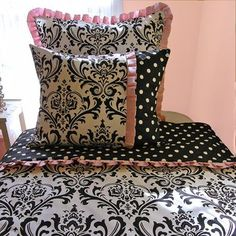 So, so chic! Stylish girls pink and black bedding with the added flair of the pink ruffle...Shop for your teen girl today @ http://www.cuddleskidsbedding.com/swpiandligi3.html