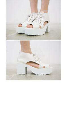 7a16e3cdc17 Comfy Laced-up Platform Shoes