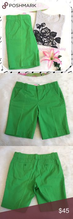 Lilly Pulitzer Green Resort Fit Bermuda Shorts Lilly Pulitzer resort fit Bermuda shorts. Solid Kelly green walking shorts with 2 front slash pockets, 2 back button closure pockets and belt loops. Tiny palm tree on back waistband. EUC only worn once. Perfect pop of color for spring/summer wardrobe. Great for Easter if you don't want to do the whole dress thing. ⚡J. Crew tee and Athleta top sold separately⚡ Lilly Pulitzer Shorts Bermudas