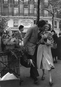 Robert Doisneau // Lovers with Leeks, Paris,1950. ( http://www.gettyimages.co.uk/detail/news-photo/lovers-with-leeks-1950-news-photo/119002403