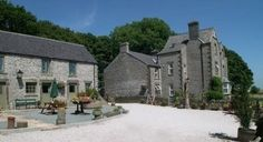 Buxton Spa House and Cottages self catering cottage for hen parties in Peak District , England. Sleeps up to 28. https://www.henpartyvenues.co.uk/cottage/der4389/Taddington/Buxton-Spa-House-and-Cottages/