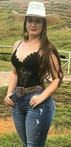 Hot Country Girls, Country Girls Outfits, Country Music, Sexy Cowgirl Outfits, Boho Outfits, Vaquera Sexy, Rodeo Girls, Beautiful Blonde Girl, Thick Girl Fashion