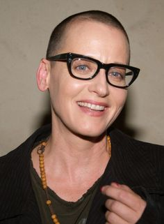 Lori Petty during 'Fences' Play Opening Arrivals at The Pasadena Playhouse in Pasadena California United States Short Sassy Hair, Short Hair Styles, Lori Petty, Pasadena Playhouse, Revealing Swimsuits, Ideal Beauty, Short Pixie Haircuts, Small Moments, Tank Girl