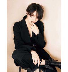 Long Wavy Hair, Girl Short Hair, Short Hair Cuts, Short Hairstyles For Women, Cute Hairstyles, Shot Hair Styles, Asian Hair, Japan Fashion, Girl Poses