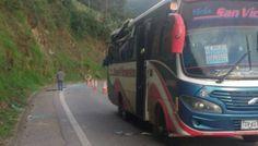ACCIDENTE DE TRÁNSITO Cuatro muertos y siete heridos por caída de roca en #Cundinamarca El siniestro se registró en el kilómetro 92 de la vía La Mesa - #Bogotá.