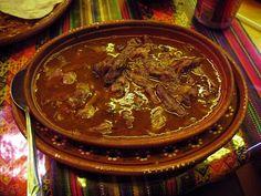 ¿Cuál crees que sea el platillo más famoso de México? Sin duda se encuentra entre: los chiles en nogada, las carnitas, los tacos al pastor, el mole poblano, pozole y la birria, estas de acuerdo? Como nuestra cocina mexicana, no hay dos!