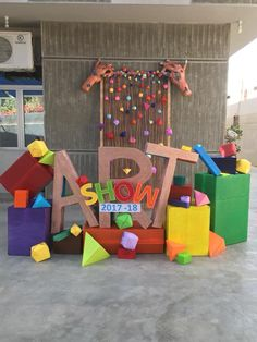 In the Art Room: Top 10 Ways to Host an Amazing Art Show (Cassie Stephens) Art show entrance idea using shapes. Art Classroom Decor, Classroom Art Projects, Math Projects, Middle School Art, Art School, High School, Ecole Art, School Decorations, Room Decorations