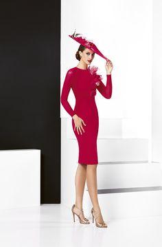 Vestido de fiesta confeccionado en crepe rojo b878b7014685
