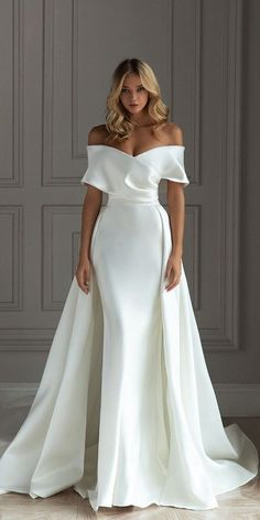 27 Chic Bridal Dresses: Styles & Silhouettes - #brautkleidschlicht #bridal #Chic #Dresses #Silhouettes #Styles Formal Dresses For Weddings, Country Wedding Dresses, Black Wedding Dresses, Bridal Dresses, Civil Wedding Dresses, Halter Neck Wedding Dresses, White Simple Wedding Dress, Off Shoulder Wedding Dress, Minimalist Wedding Dresses