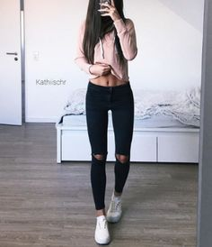 83 Best Ripped Jeans Outfit Images In 2020 Casual Outfits Cute