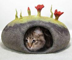 DIY Felted Cat Cave Bed Tutorial - https://interwebs.store/diy-felted-cat-cave-bed-tutorial/ #GiftforPets