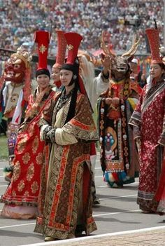 Mongolian costumes of noble women with high headdresses