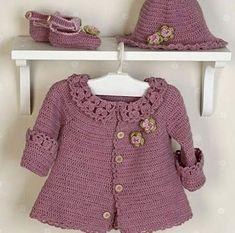 """DROPS Baby - Jacke mit Rundpasse, Hut und Schuhe in """"Alpaca"""" (Kleid und Tasche - Gratis oppskrift by DROPS Design Crochet Baby Sweaters, Crochet Baby Cardigan, Baby Girl Crochet, Crochet Baby Clothes, Crochet Hats, Free Crochet, Baby Poncho, Crochet Jacket, Knitting For Kids"""