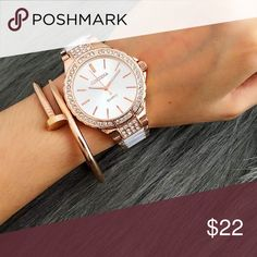 Bundle SOLD OUT❗️ Preorder the watch ❗️Watch classic casual dress women's watch. Rose gold. Case material: stainless steel. Band length: 8.5inch. AVAILABLE; breaded gold rose bracelet, love ( word ) gold bracelet. High quality! Ask for prices❗️🙀👌 Accessories Watches