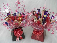 how to make chocolate bouquet with pictures - Google Search Chocolate Bouquet Diy, Chocolate Box, How To Make Chocolate, Diy Bouquet, Candy Bouquet, Bouquets, Creative Gifts, Unique Gifts, Silly Gifts
