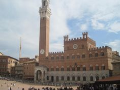 Beautiful picture in Piazza del Campo! Siena, Italy