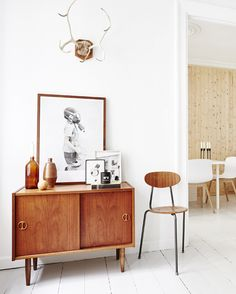 Læn dig tilbage i sofaen, tænd computeren og shop brugte designmøbler og boligtilbehør i ro og mag. Her får du nemlig 5 steder, hvor du kan finde lige netop den stol, den vase eller det stel, du drømmer om.