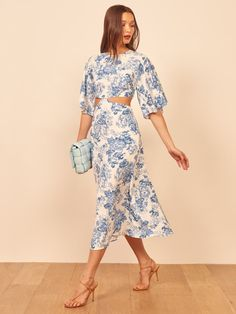 Spring/summer 2020 trends are officially hitting stores. Here are the eight dress trends we'll be seeing on every New Yorker come spring. 15 Dresses, Spring Dresses, Cute Dresses, Fashion Dresses, Cocktail Vestidos, Mode Costume, Robes Midi, Bell Sleeve Dress, Bell Sleeves