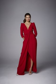 Coosy - VESTIDO STELA Fashion Show, Fashion Looks, Beautiful Inside And Out, Lady In Red, Nice Dresses, Red Carpet, Evening Dresses, Wrap Dress, Fashion Dresses