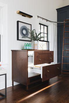 Hidden fridge drawers in beautiful cabinetry by Jean Stoffer Design Plywood Furniture, Design Furniture, Upcycled Furniture, Luxury Furniture, Office Furniture, Hans Wegner, Marble Herringbone Tile, Gray Marble, Fridge Drawers