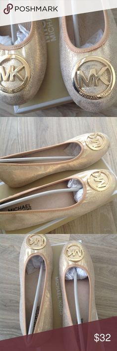 Micheal Kors Girls Faye Ria sparkle flats Brand new in box Faye style sparkle flats. These flats are the perfect holiday flats this season. They have a original price tag almost three times as much in store. Great Staple for any outfit this year. KORS Michael Kors Shoes Dress Shoes