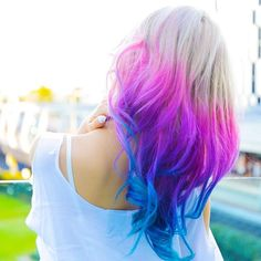 loving this amazing pink and blue hair by the gorgeous @misswen
