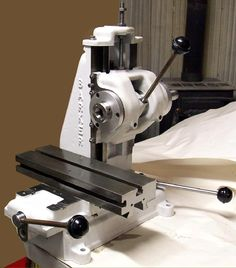 Barker Milling Machines - United States - pictures and descriptions. Cnc Lathe, Lathe Tools, Machine Tools, Cnc Machine, Small Milling Machine, Drill Bit Sharpening, Metal Mill, Lathe Chuck, Metal Workshop