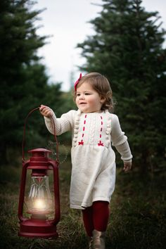 Let's Get Merry! – Holiday Christmas Mini Sessions have begun! Red And Gold Christmas Tree, Christmas Tree Farm, Christmas Minis, Outdoor Christmas, Christmas Holidays, Simple Christmas, Christmas Nails, Christmas Crafts, Christmas Photo Props