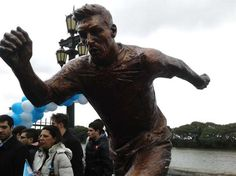 Prefeito de Buenos Aires inaugura estátua e apela a Messi | Canal do Kleber